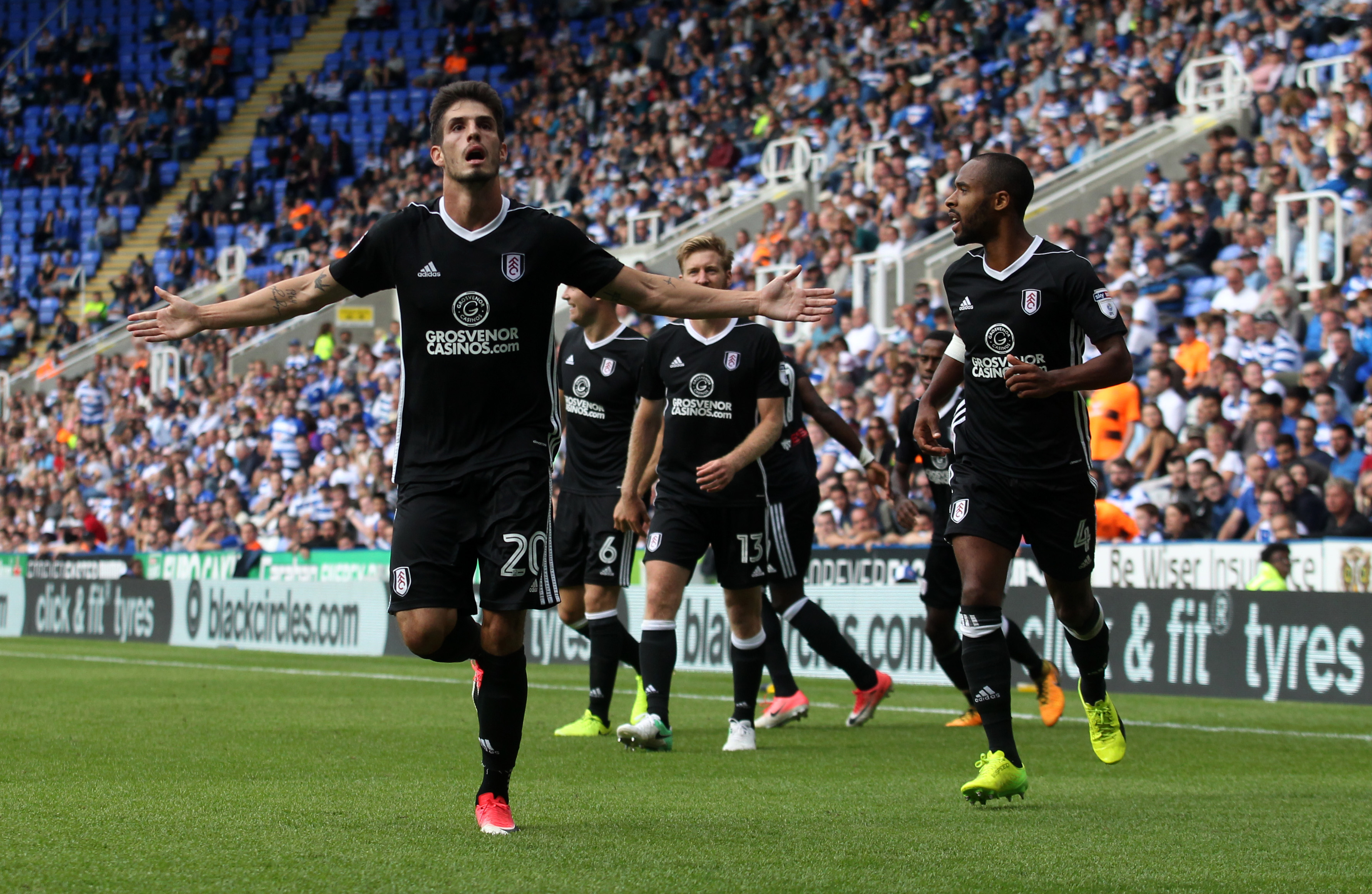 READING, ENGLAND - AUGUST 12: Lucas Piazon of Fulham celebrates scoring during the Sky Bet Championship match between Reading and Fulham at Madejski Stadium on August 12, 2017 in Reading, England. (Photo by Harry Hubbard/Getty Images)